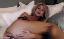 Stunning Dirty Talking Milf On Webcam Anal