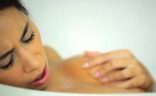 Big Natural Tits Czech Babe Masturbates While In A Bath