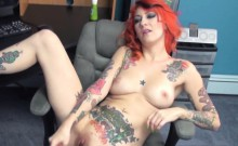Scarlett Storm stuffs her twat with a toy
