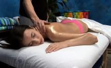 Hotty blowing her massage therapist during massage