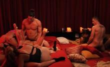 Bunch of swingers enjoyed massive orgy in the bedroom