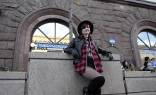Jeny Cruz pantyhose fire-walking