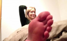 ENGLISH GIRL STINKY FEET SLIPPERS