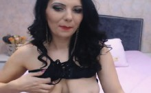 Attractive Shemale Jerking On Cam