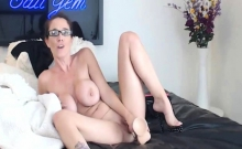 Hot Babe With Big Tits Finger Fucks Herself
