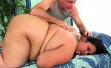 Fatty slut visits a masseur He sucks her tits and kiss on